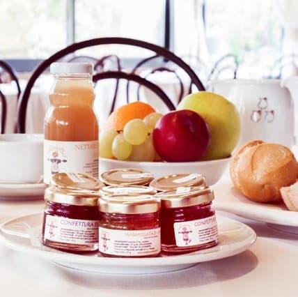 Nettari e piccole marmellate e confetture per la colazione in hotel o in agriturismo